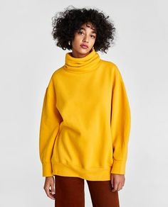 Image 2 of OVERSIZED DOUBLE COLLAR SWEATSHIRT from Zara