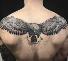 Let that eagle spread the wings! Eagle back tattoo  #tattoo #esgletattoo