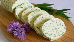 German herb butter is a classic in Germany and is served together with a rump steak or used for the meat on the barbecue – it is the butter for steaks! This is an original German recipe, very easy to Herb Butter For Steak, Austrian Recipes, German Recipes, French Recipes, Good Food, Yummy Food, Tasty, Kraut, International Recipes