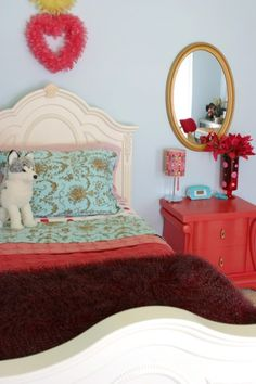 bohomian color palette for the home Guest Room Decor, Rooms Home Decor, Home Bedroom, Bedroom Ideas, Bedroom Inspiration, Coral Bedroom, Bedroom Turquoise, Vintage Inspired Bedroom, Bedroom Vintage