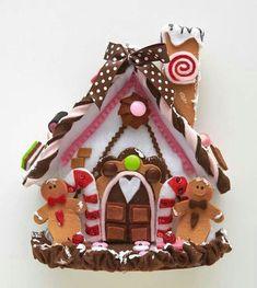 Felt gingerbread house by la bottega di Lella. Felt Christmas Decorations, Felt Christmas Ornaments, Christmas Art, Felt Crafts Patterns, Felt Crafts Diy, Gingerbread Crafts, Christmas Gingerbread, Felt House, Christmas Sewing