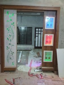 new latest partition gate design ,morden partition design gallery Wooden Partition Design, Glass Partition Designs, Front Door Design Wood, Wooden Partitions, Room Partition Wall, Living Room Partition Design, Pooja Room Door Design, Bedroom False Ceiling Design, Lcd Panel Design