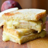 More than 50 yummy Grilled Cheese recipes!
