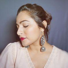 Hola!  How many of you guys watched my latest video? Im recreating #AnushkaSharma s Instagram Makeup Look  Hit the link in my bio to watch  . . . . . . . . #anubha #anushkasharma #inspiredmakeup #recreatinginstagrampictures #recreatingmakeup #icopiedher #anushkasharmafc #makeupinspired #celebinspired #makeuplookoftheday #summermakeup #summermakeuplook #makeuptutorialvideo #berrylips #naturalmakeuplook #simplemakeuplook #beginnermakeup #everydaymakeup #delhibloggers #indianbloggers…