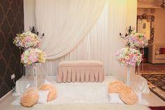 pelamin Wedding Props, Wedding Stage, Chic Wedding, Dream Wedding, Wedding Lounge, Diy Backdrop, Backdrop Decorations, Backdrops, Wedding Decorations