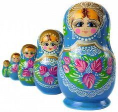 Muñeca rusa de Matrioska, al lado de Foto de archivo