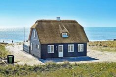 How to create a listing on Vrbo (Homeaway previously) : Hotels Bookie Paradise Bay, Go The Extra Mile, Cottages By The Sea, Outdoor Activities, Hotels, Cabin, House Styles, Building, Renting