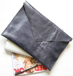 Fab: Simple leather clutch