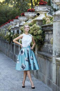 Krátke spoločenské šaty Svadobný salón valery, šaty na svadbu, šaty na stužkovú, najkrajšie šaty, krátke kvetinové šaty, požičovňa šiat, šaty pre družičku