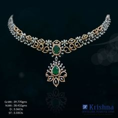 A more contemporary design, this avant-garde necklace will make you stand out. Its iridescent emeralds and extraordinary nature-inspired motifs will lend you a fantastic and truly inspiring look.