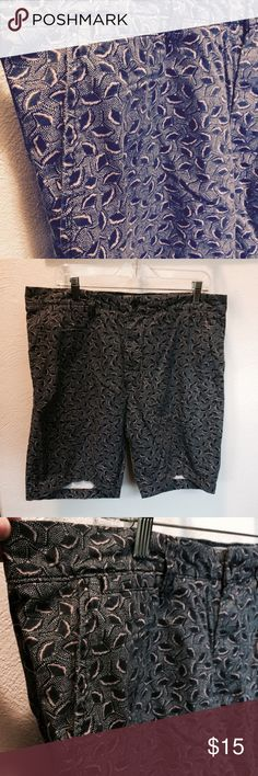 ☄️H & M Bermuda Shorts, size 34. Bermuda Shorts by H & M size 34 Shorts, beautiful pattern! Navy blue with light pink within the flower design! H & M Shorts Bermudas