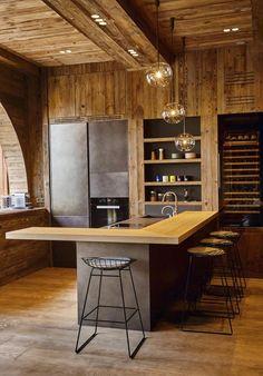 Un appartement comme un chalet à Megève – PLANETE DECO a homes world – Herzlich willkommen Luxury Kitchen Design, Luxury Kitchens, Interior Design Kitchen, Modern Interior Design, Interior Architecture, Tuscan Kitchens, Chalet Design, House Design, Chalet Style