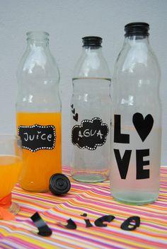Roxi Ameduri Marchettini: DIY - vinilos decorativos Home Id, Aquafaba, Bottle Painting, Ideas Para, Decoupage, Diy Home Decor, Mason Jars, Recycling, Water Bottle