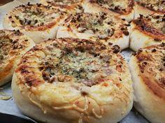 Pizzaboller tangzhong! – H J E M M E L A G A Quiche, Food And Drink, Pizza, Baking, Breakfast, Morning Coffee, Bakken, Quiches, Backen