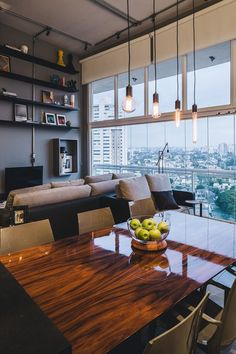 """LOFT INDUSTRIAL - """"A palavra de ordem neste loft de 80 m² no bairro do Brooklyn, em São Paulo, é personalização. Assinado pela arquiteta Tucah Campos, o projeto é o primeiro do seu estúdio próprio, aberto após anos de trabalho e aprendizado com João Armentano."""" Post do Casa Vogue - (Foto:Gui Gomes/ Divulgação)"""