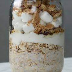 Indoor S'mores Overnight Oats Quaker Oats Recipes, Oatmeal Recipes, Breakfast Smoothies, Breakfast Recipes, Jar Breakfast, Breakfast Ideas, Overnight Oats In A Jar, Raw Food Recipes, Just Desserts