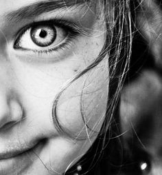 Today I'll share a collection of Inspirational Portrait Photography for your Inspiration. These Inspiration enhances your portrait picture taking abilities, Foto Picture, Wow Photo, Behind Blue Eyes, Foto Baby, Look Into My Eyes, We Are The World, Portraits, Eye Make, Beautiful Children