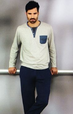#Pijama #massana caballero gris marengo - Pijama de algodón fino de manga larga y pantalón largo. Tu ropa interior masculina en Varela Íntimo. #hombre #ropainterior http://www.varelaintimo.com/marca/17/massana