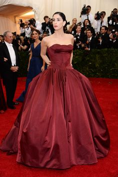 Met Gala 2014 Red Carpet Arrivals  A beautiful dramatic gown (I'd wear it), but a very serious look for a comedienne.