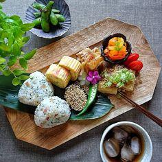 Instagram 上的 hi___ro:「 先日の‥ おうちごはん ⿻*.· ・ ・ お残りさん#寄せ集め ワンプレート ( ืε ื;ก) ՞ ・ ・ ♢ カニかまとブロッコリーのだし巻き玉子 ♢ 乾燥輪切り大根と豚バラ肉の含め煮 ♢ 茄子の蒲焼き胡麻まみれ ♢ 油揚げの納豆はさみ焼き ♢… 」 Tapas Recipes, Asian Recipes, Healthy Recipes, B Food, Food Porn, Food Combining, Food Displays, Food Places, Aesthetic Food