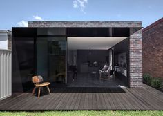 Dark extension added to Federation house in Sydney by Studioplusthree