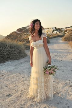 Beach wedding dress bohemian style Very romantic and dainty Simply creamy, lovely waves! Perfect dress for a perfect big day! Wedding dress inspiration for bride. Wedding Bells, Boho Wedding, Dream Wedding, Boho Beach Wedding Dress, Lulus Wedding Dress, Wedding App, Garden Wedding, Wedding Bride, Bridal Gowns