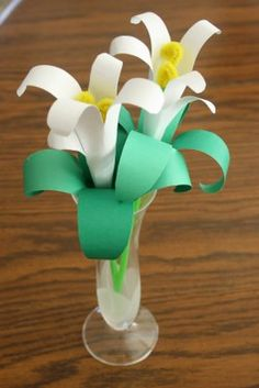 Handprint Easter Lily - links to tutorial