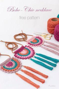 crochet necklace, free pattern - These Boho-Chic crochet necklace is s. Boho-Chic crochet necklace, free pattern - These Boho-Chic crochet necklace is s.Boho-Chic crochet necklace, free pattern - These Boho-Chic crochet necklace is s. Bohemian Schick, Boho Chic, Knitting Patterns, Crochet Patterns, Macrame Patterns, Pattern Sewing, Bag Patterns, Crochet Designs, Crochet Ideas