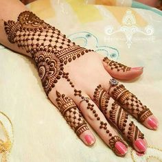 In this collection we have collected most beautiful and amazing back hand mehndi designs ideas for your inspiration. You can choose your next henna design. Henna Hand Designs, Eid Mehndi Designs, Simple Arabic Mehndi Designs, Wedding Mehndi Designs, Beautiful Mehndi Design, Mehndi Patterns, Latest Mehndi Designs, Mehndi Designs For Hands, Henna Tattoo Designs