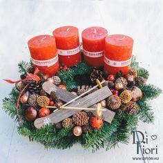 Christmas wreath, table decoration / Adventi koszorú síléccel Christmas Wreaths, Xmas, Gerbera, Diy And Crafts, Holiday Decor, Home Decor, Decoration Home, Room Decor, Christmas