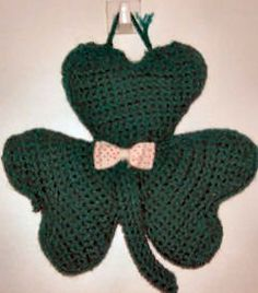 Shamrock Door Hanger free pattern {crochet me}