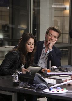 Patrick & Teresa (The Mentalist) Simon Baker, The Mentalist, Movies Showing, Movies And Tv Shows, I Love Simon, Mejores Series Tv, Robin Tunney, Patrick Jane, Black Panther Marvel