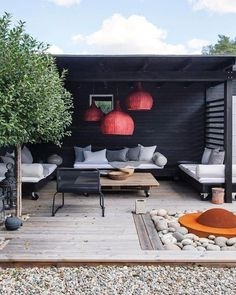Home Terrace Garden Inspirations Small Backyard Landscape Design to Make Yours Perfect Beautiful Addition To Every House, fences for the terrace, see them, and you might find some creative idea. Garden Room, Outdoor Decor, Small Backyard, Terrace Design, Patio Design, Backyard Landscaping Designs, Play Houses, Living Room Designs