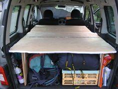 am nagement pour installer un lit et dormir dans son v hicule sa voiture son fourgon son. Black Bedroom Furniture Sets. Home Design Ideas