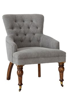 Klassinen, tyylikäs nojatuoli. Napit selkänojassa. Puurunko. Täyte polyesteriä. Päällinen pestyä pellavakanvaasia. Jalat massiivipuuta. Sorvatuissa etujaloissa pienet metallipyörät (jalkojen alle laitettavia lattiasuojia suositellaan). Korkeus 88 cm. Leveys 64 cm. Syvyys 74 cm. Istuinsyvyys 55 cm. Istuinkorkeus 44 cm.