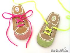 Easy DIY shoe lacing cards for kids to help them learn to tie their shoelaces