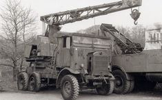Panzerserra Bunker- Military Scale Models in scale: Leyland Retriever - Gantry version - British lorry - 3 ton - case report Old Lorries, Truck Transport, Old Commercials, Heavy Duty Trucks, Skin So Soft, Scale Models, Crane, Military Vehicles, Transportation