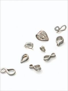 Gold has an excellent credibility in fashion jewelry making and truly so. It's versatile and is taint resistant. But making gold precious jewelry can be expensive. Jewelry Tools, Metal Jewelry, Jewelry Findings, Custom Jewelry, Silver Jewelry, Jewelry Accessories, Handmade Jewelry, Jewelry Design, Silver Rings