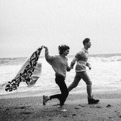 Stunning black and white beach photos. Black And White Beach, Black Love, Cute Couples Goals, Couples In Love, Beach Photography, Couple Photography, Look 80s, Photographie Portrait Inspiration, The Love Club