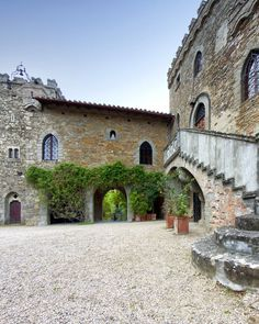The 19 Most Amazing Airbnb Wedding Venues Tuscany Wedding Venue, Destination Wedding Locations, Unique Wedding Venues, Wedding Reception Venues, Airbnb Wedding, Dream Of Getting Married, Tuscan Wedding, Wedding Honeymoons, Air Bnb