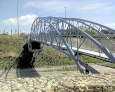 Pequeño puente sobre el Parque Lineal que une el barrio de Covibar con una zona de chalets. Foto de Risel