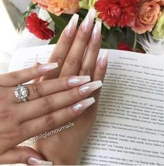 False nails have the advantage of offering a manicure worthy of the most advanced backstage and to hold longer than a simple nail polish. The problem is how to remove them without damaging your nails. Gorgeous Nails, Pretty Nails, Hair And Nails, My Nails, Crome Nails, Clear Glitter Nails, Nail Art Sticker, Pearl Nails, Nail Designs Spring