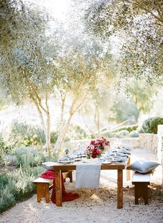 These amazing outdoor dining areas encourage al fresco meals all day, every day. Get some outdoor design inspiration and ideas for the summer! Outdoor Rooms, Outdoor Dining, Outdoor Gardens, Outdoor Furniture Sets, Outdoor Tables, Dining Table, Outdoor Patios, Oak Table, Outdoor Kitchens