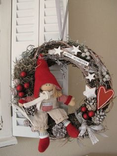 icu ~ Of The Best DIY Christmas Wreath Ideas Christmas Wood, Christmas Projects, Winter Christmas, Christmas Holidays, Christmas Ornaments, Outside Christmas Decorations, Christmas Table Centerpieces, Holiday Wreaths, Diy Wreath