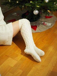 PITKÄT NEULOTUT SUKAT JOULUNA · Kristallikimara Knee Boots, Socks, Womens Fashion, Knee Boot, Sock, Women's Fashion, Stockings, Woman Fashion, Knee High Boots