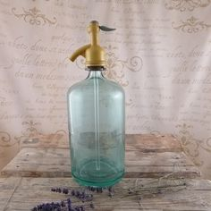 Syfon (łowca: atelier Brocante), do kupienia w DecoBazaar.com Vintage Style, Vintage Fashion, Pli, Soap Dispenser, Fir Tree, Atelier, Soap Dispenser Pump, Fashion Vintage, Vintage Inspired
