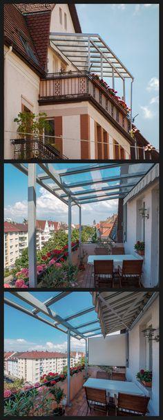 Sommer auf dem Balkon, mit Blick über die Dächer der Stadt. Eine Glas-Überdachung schenkt nicht nur genußvolle Momente an der frischen Luft, sie schützt auch die neuralgische Stelle Flachdach vor Schäden durch zuviel Wasser.