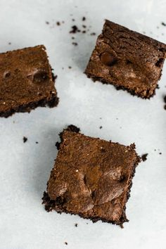 The Best Cake Mix Brownies Recipe - Build Your Bite Cake Mix Banana Bread, Cake Mix Muffins, Cake Mix Cookies, Cake Mix Brownies, Cake Mix Bars, Brownie Deserts, Brownie Recipes, Chocolate Chip Cookie Bars, Chocolate Cake Mixes