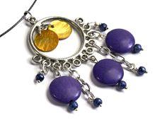 *Edler Halsschmuck: ein Collier mit  angehängten Howlithsteinen und Perlmuttblättchen - ein Unikat, hergestellt für die Aktion KunstRaub Nr. 1.* D...
