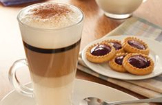 Few Delicious Coffee Recipes for You – Drinks Paradise Coffee Frappuccino, Coffee Latte, Cafe Amaretto, Chocolates, Café Chocolate, Cafe Food, But First Coffee, Non Alcoholic Drinks, Coffee Recipes